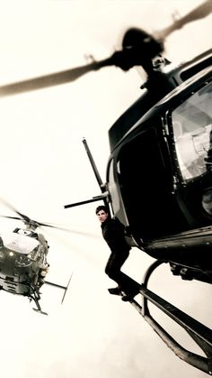 Tom Cruise Chopper Action In Mission Impossible Fallout Free Ultra HD Mobile Wallpaper Best Action Movies, The Best Films, Action Film, Fallout Movie, Tom Cruise Young, Fallout Wallpaper, Ethan Hunt, Mission Impossible Fallout, Film Review