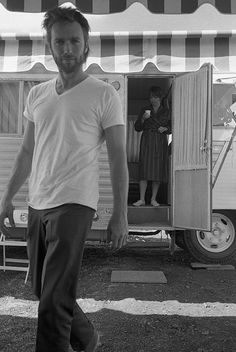 You look like a young Clint Eastwood! Clint Eastwood and Shirley MacLaine photographed on the set of Two Mules for Sister Sara in Durango, Mexico by Lawrence Schiller, Clint Eastwood, Donald Sutherland, Robert Redford, Vintage Hollywood, Classic Hollywood, Beautiful Men, Beautiful People, Gena Rowlands, Shirley Maclaine
