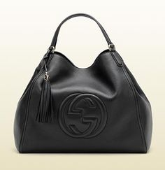 Gucci - Soho shoulder bag description : black leather, light gold hardware, natural cotton linen lining Made in Italy Double shoulder straps with 16 cm drop embossed interlocking G and tassel details