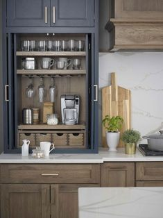 How to Create a Luxury Kitchen with These Kitchen Design Ide.- How to Create a Luxury Kitchen with These Kitchen Design Ideas Home Decor Kitchen, Kitchen And Bath, New Kitchen, Kitchen Ideas, Kitchen Inspiration, Kitchen Designs, Cheap Kitchen, Decorating Kitchen, Pantry Ideas
