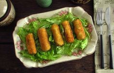 Chicken croquettes Want an alternative to traditional croquettes? Try our chicken croquettes recipe! Meat Recipes, Mexican Food Recipes, Salad Recipes, Food Processor Recipes, Chicken Recipes, Ethnic Recipes, Recipe Chicken, Potato Recipes, Chicken Croquettes