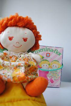 boneca menina flor anos 80