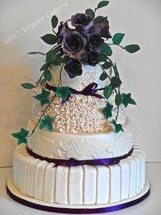 Rosas púrpuras pastel de bodas tema