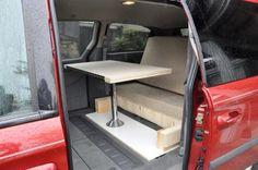 camperizing a minivan (This is a nice one) Kangoo Camper, Minivan Camping, Car Camper, Mini Camper, Camper Caravan, Van Dwelling, Chrysler Pacifica, Camper Van Conversion Diy, Motorhome