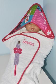 Box cadeau naissance:sortie/cape de bain+attache-tétine personnalisées brodées au prénom de bébé coffret : Puériculture par lbm-creation