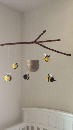 Bunte und spielerische DIY Baby Mobiles Ideen Colorful and playful DIY baby mobile ideas Bumble Bee Nursery, Felt Kids, Cool Baby, Crochet Mobile, Ideias Diy, Diy Décoration, Baby Crafts, Baby Diy Projects, Diy Baby