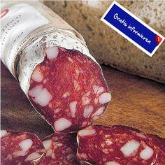 Nach traditionellem Grever Rezept wird diese Salami mit Pfeffer gewürzt. Hier klicken: http://blogde.rohinie.com/2013/01/wurst/ #Italien #Toskana #Salami #Wurstspezialitaet