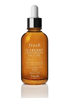 A precious blend of pure oils packed with nourishing omegas to preserve a youthful appearance.