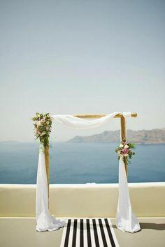 cérémonie de mariage au bord de la mer, arche mariage méditerranéenne
