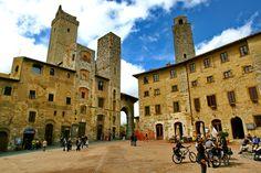 Piazza della Cisterna, San Gimignano
