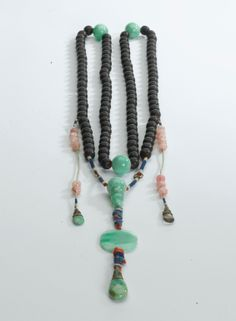 A wood and jadeite bead Court Chaozhu (朝珠) Court necklace, Qing Dynasty (1644-1911 AD).