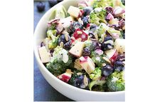 Best Ever No Mayo Broccoli Salad with Blueberries and Apple! This healthy and ea… Best Ever No Mayo Broccoli Salad with Blueberries and Apple! This healthy and easy side dish has a creamy poppy seed dressing, cranberries, and sunflower seeds. Super Healthy Recipes, Healthy Salad Recipes, Healthy Foods To Eat, Healthy Mayo, Drink Recipes, Healthy Broccoli Salad, Broccoli Recipes, Vegetarian Salad, Salad Recipes Video