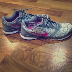 Nike shoes w/ comfort footbed Worn a few times. Excellent condition!! Nike Shoes Athletic Shoes