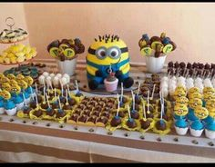 Minons candy table