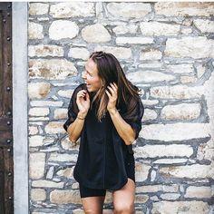 Herlige Röhnisch Sports Cape kun i str L/XL. Perfekt til oppvarming på spinningtimen eller mølla. NÅ 300,- (799). Ta kontakt på PM #treningsklærforkvinner #ladysport_no Shirt Dress, T Shirt, Sport, Dresses, Fashion, Supreme T Shirt, Vestidos, Moda, Shirtdress