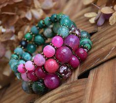 """Купить """"Душистый пион"""" комлпект браслетов - яркий браслет, малиновый браслет, изумрудный браслет"""