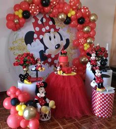 Minnie Mouse Roja, 1st Birthday Photoshoot, Balloon Display, Candy Table, Throw A Party, Baby Shower Balloons, Party In A Box, Valentine's Day Diy, Sweet Cakes