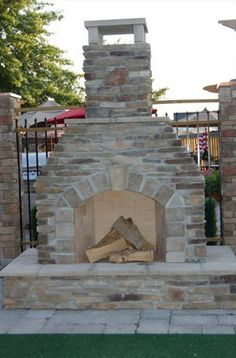 Simple design idea for outdoor fireplace attached fence