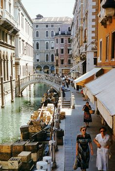 22 Incredible Color Pictures of Everyday Life in Italy during the Life Pictures, Summer Pictures, Colorful Pictures, Naples Italy, Venice Italy, Italy Summer, European Summer, Vintage Italy, Italy Fashion