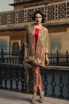 Ladies Replica Suit Shopping in Pakistan. All Brand Replica. Stylish Dresses For Girls, Elegant Dresses, Beautiful Dresses, Nice Dresses, Casual Dresses, Girls Dresses, Pakistani Clothes Casual, Pakistani Outfits, Indian Outfits