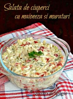 Salata de ciuperci cu maioneza si muraturi. Ciupercute cu maioneza, castraveti si gogosari murati. Gata in 10 minute. Simplu de facut si gustos. Veg Recipes, Vegetarian Recipes, Cooking Recipes, Healthy Recipes, Cold Vegetable Salads, Good Food, Yummy Food, Vegetarian Appetizers, Romanian Food