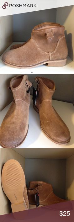 Zara Suede Pull On Ankle Boot Zara tan suede pull on boot in size 37, never been worn, tags attached. They feature a durable rubber sole and are canvas lined inside. Zara Shoes Ankle Boots & Booties