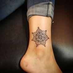 Tatuaggi mandala - Tatuaggio mandala caviglia
