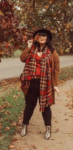 Plus Size Autumn fashion | Curvy Fall Outfit | Plus Size Fall Style | Full figured | Rosey Blair | Roseybeeme