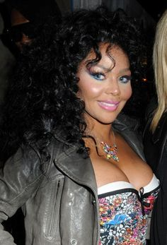 Lil Kims curly hairstyle