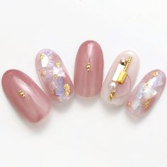 Here is a tutorial for an interesting Christmas nail art Silver glitter on a white background – a very elegant idea to welcome Christmas with style Decoration in a light garland for your Christmas nails Materials and tools needed: base… Continue Reading → Japanese Nail Design, Japanese Nail Art, Pink Nail Art, Pastel Nails, Nail Swag, Nail Art Japonais, Nail Art Designs, Japan Nail, Korean Nails