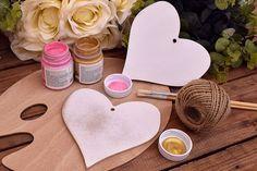 Ξύλινη Καρδιά 15cm WC4-0103-01  Χρησιμοποιήστε την καρδιά για να δημιουργήσετε πρωτότυπες μπομπονιέρες ή διάφορες χειροτεχνίες,για να στολίσετε τη λαμπάδα και το κουτί της βάπτισης, το τραπέζι των ευχών και το candy buffet.