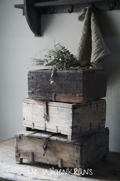Flowers For Home Decoration Woodlands Cottage, Lets Stay Home, Branch Decor, Wooden Crates, Cozy Place, Diy Interior, Farmhouse Kitchen Decor, Rustic Interiors, Home Decor Furniture