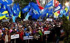 Sem Fronteiras analisa queda de braço entre governo ucraniano e sua população. #Ucrania #UE #Russia #democracia #GloboNews #SemFronteiras