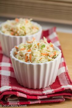 Cole Slaw KFC Cole Slaw recipe, from cup mayonnaise cup granulated sugar cup milk cup buttermilk 2 tablespoons lemon juice 1 tablespoons white vinegar teaspoon salt teaspoon pepper 8 cups finely chopped cabbage ( Vegetable Salad, Vegetable Side Dishes, Side Recipes, Real Food Recipes, Broccoli Slaw Recipes, Salad Recipes, Best Side Dishes, Wonderful Recipe, Meals For Two