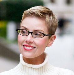 Simple and cute pixie Very Short Pixie Cuts, Super Short Pixie, Edgy Short Hair, Short Hair Cuts, Short Hair Styles, Hairstyles With Glasses, Pixie Haircut, Hairstyles Haircuts, Crop Hair