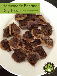 Homemade Banana Dog Treats - easy, just bake overripe bananas Puppy Treats, Diy Dog Treats, Homemade Dog Treats, Dog Treat Recipes, Healthy Dog Treats, Dog Food Recipes, Make Dog Food, Pet Food, Dog Biscuits