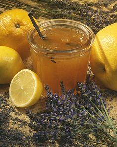 Deze lavendeljam wordt gemaakt met het sap van sinaasappels en citroenen.