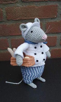 Bij de vesting muizen Crochet Mouse, Love Crochet, Crochet Dolls, Knit Crochet, Amigurumi Patterns, Knitting Patterns, Crochet Patterns, Pet Mice, Knitted Animals