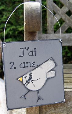 Door hanger with bird on wooden sign - Birthday party de la boutique LULdesign sur Etsy
