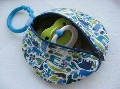 Porta chupetas em tecido. Use o mesmo tutorial do porta fones de ouvido. wp-1399700668393