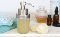 This homemade foaming facewash is as simple and natural as it is nourishing to your skin!