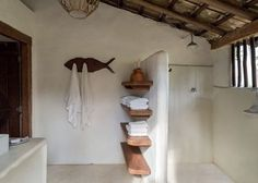 Simple shower setup with divider and lots of storage space Tadelakt, Natural Building, Interior Design Living Room, My Dream Home, Interior And Exterior, House Plans, Sweet Home, House Design, Home Decor