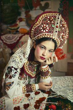 New Fashion Art Photography Headdress Ideas Ethnic Fashion, Look Fashion, Trendy Fashion, Fashion Art, Fashion Design, Russian Beauty, Russian Fashion, Gorgeous Women, Beautiful People