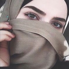 The Effective Pictures We Offer You About Makeup Art beginner A quality picture can tell you many things. Hijab Fashion Summer, Niqab Fashion, Modern Hijab Fashion, Cute Lesbian Couples, Muslim Couples, Muslim Women, Beautiful Girl Image, Beautiful Hijab, Beautiful Asian Girls