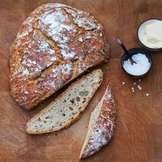 Brot mit Salz und Polenta