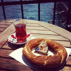 I like tea with bagel