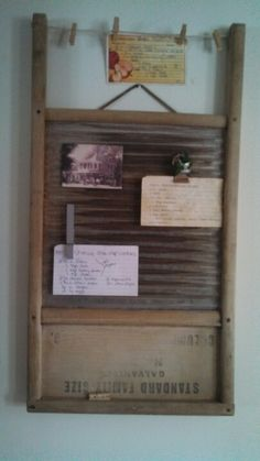 Upside-Down Vintage Wooden Washboard Magnetic Display Board With Mini Twine Clothesline Across Top Farmhouse Laundry Room, Farmhouse Chic, Small Room Bedroom, Small Rooms, Bedroom Ideas, Washboard Decor, Old Washboards, Antique Booth Displays, Diy Home Decor
