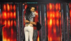 Once Again Atif Aslam Kissed & Hugged By A Girl – This Time In Sur Kshetra