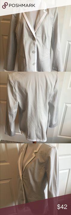 "New Issac Mizrahi Live Blazer Jacket 12 Excellent clean condition beige/ white blazer  I think Qvc  Size 12 Bust 42"" Length 26""  Sleeve 25"" Shoulder 16""  Stretchy material cotton rayon spandex blend Issac Mizhari Jackets & Coats Blazers"