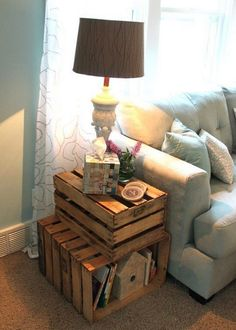 Cheap diy wooden crate ideas for your rustic home decor inside living room on a budget Diy Home Decor Rustic, Easy Home Decor, Cheap Home Decor, Country Decor, Decor Diy, Rustic End Tables, Diy End Tables, Cheap End Tables, Unique End Tables